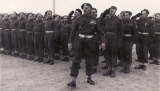 Generał Władysław Anders podczas inspekcji w polskiej szkole w Casarano we Włoszech w 1946 roku