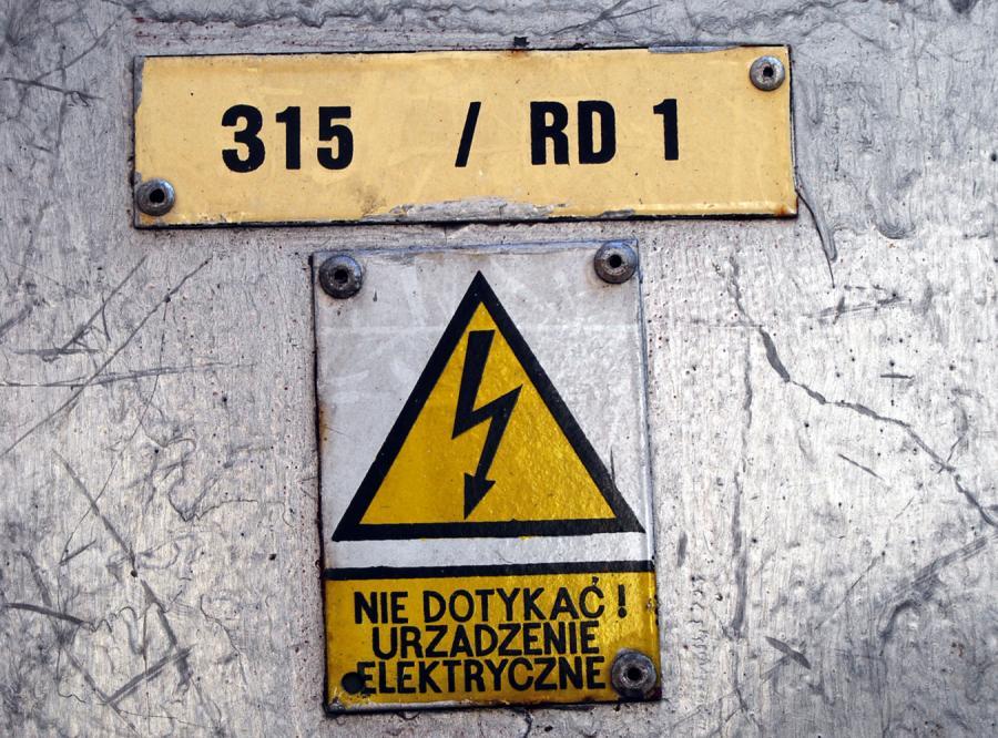 Urzędnicy uratują nas przed drogim prądem