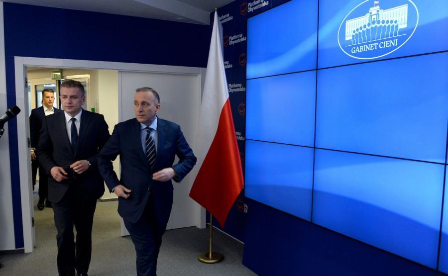 Przewodniczący PO Grzegorz Schetyna i poseł Bartosz Arłukowicz