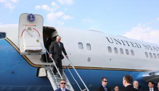 Sekretarz stanu Rex Tillerson na lotnisku w Moskwie