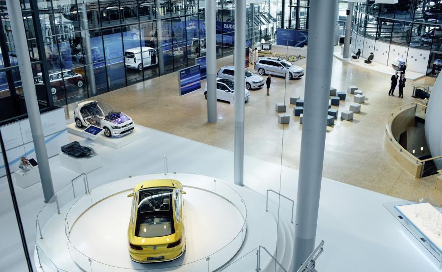 Drezno, obok Autostadt w Wolfsburgu, jest miejscem, w którym kupujący mogą odbierać elektryczne samochody marki Volkswagen. Są to takie modele, jak e-up!, e-Golf oraz Golf GTE i Passat GTE