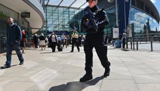 Uzbrojony policjant w Manchesterze