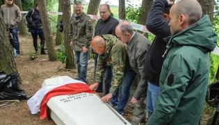 Prace ekshumacyjne przy miejscu pochówku żołnierza wyklętego Antoniego Dołęgi ps. Znicz
