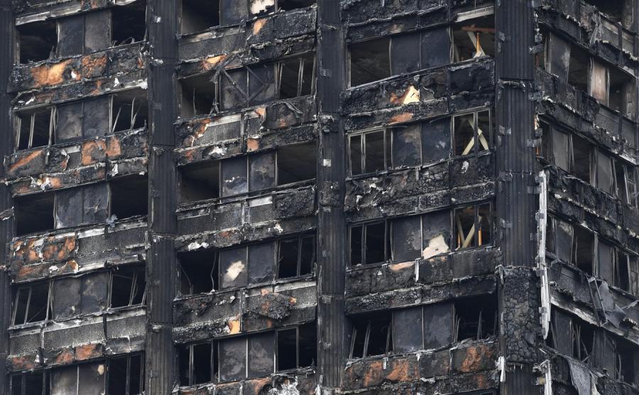 Spalony wieżowiec w Londynie