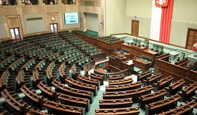 Posłowie głosują dziś zmiany w konstytucji. Koniec z przestępcami w Sejmie