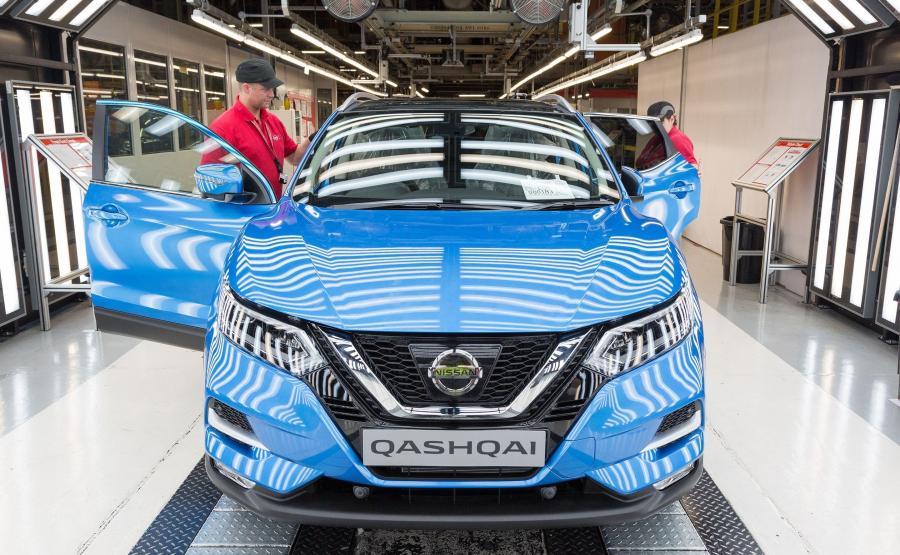 Nowy Nissan Qashqai oferowany jest w 11 kolorach nadwozia, w tym 2 nowych: niebieskim oraz kasztanowym brązie