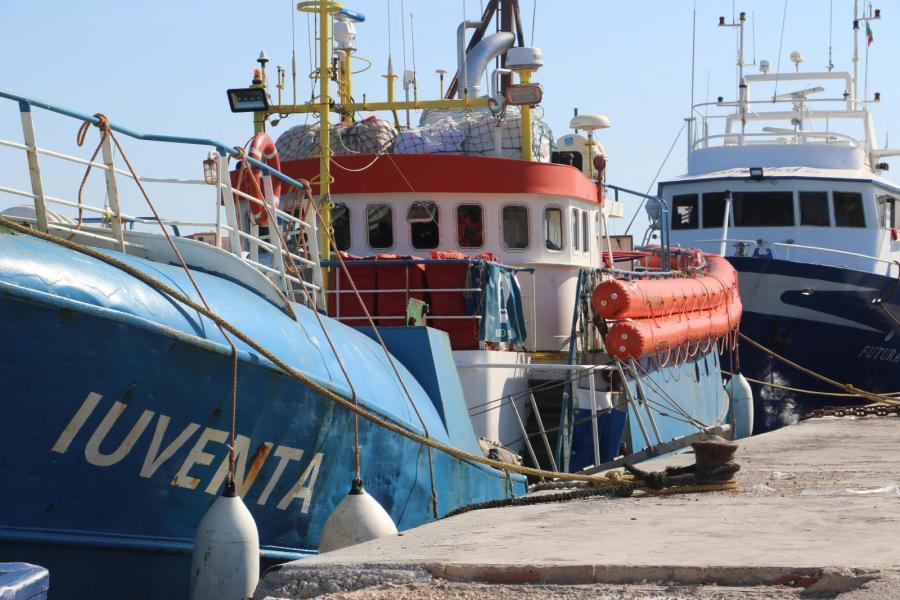 Statek niemieckiej NGO w porcie na Lampedusie