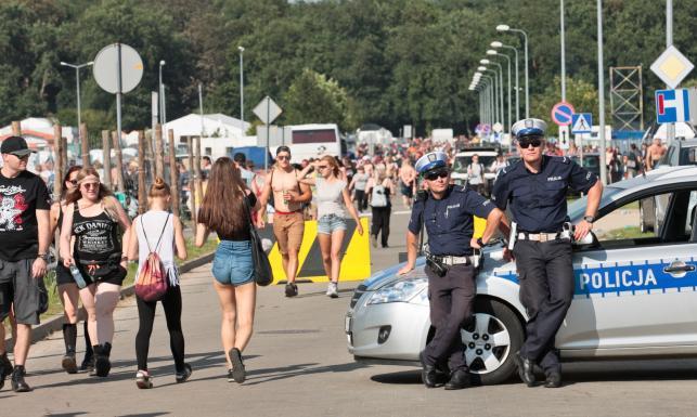 Przystanek Woodstock 2017: Błoto, księża, policjanci, zabawa i bezpieczeństwo [FOTO]