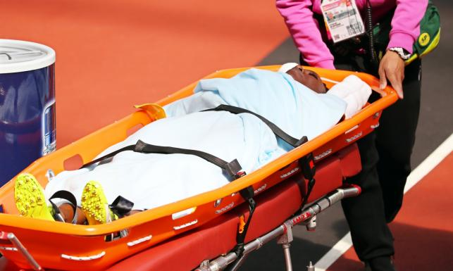 Poważny wypadek na MŚ. Lekkoatletka potknęła się na płotku. Bieżnię opuściła na noszach [FOTO]