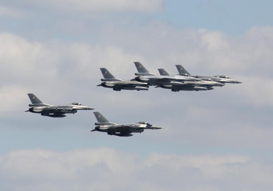 Przelot samolotów nad Warszawą