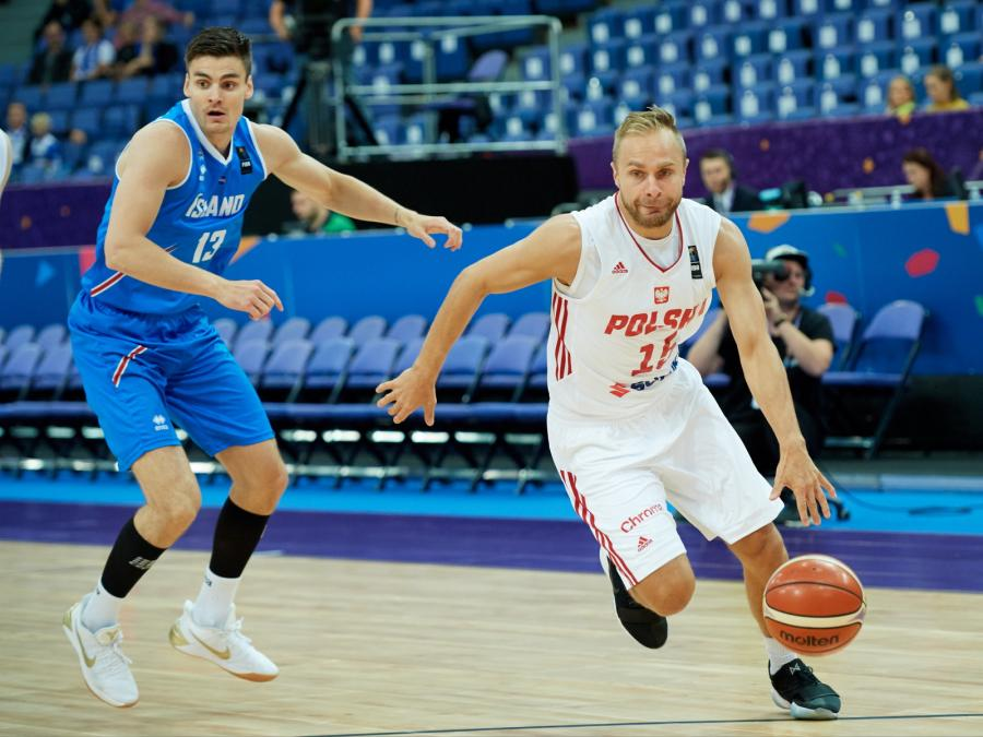Łukasz Koszarek (P) i Hordur Vilhjalmsson (L)