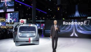 Volkswagen SEDRIC, czyli samochód przyszłości, który przyjedzie na zawołanie. Wystarczy wcisnąć jeden guzik