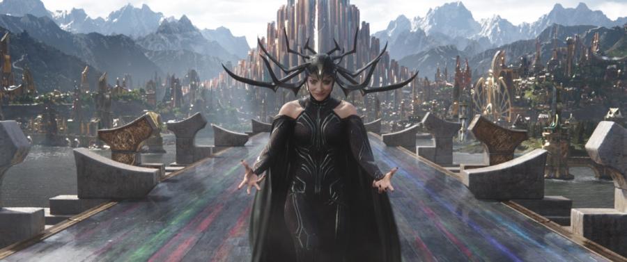 """Cate Blanchett w filmie """"Thor: Ragnarok"""". Polska premiera 25 października 2017 roku"""