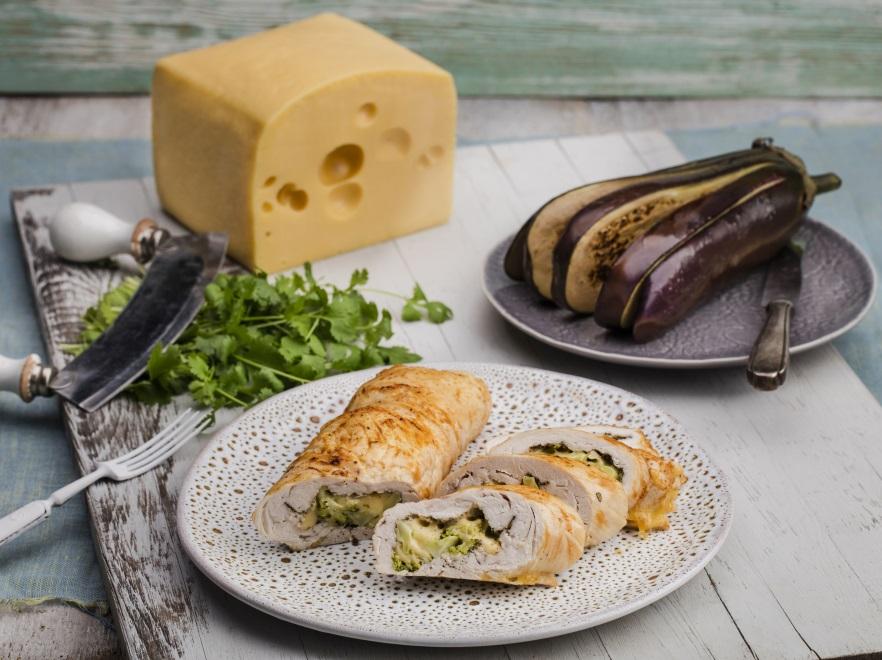 Rolada drobiowa z brokułami i serem