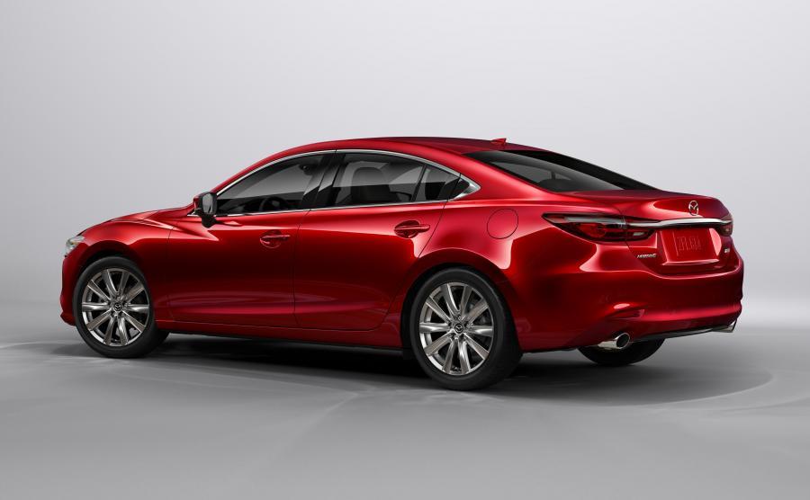 Kierowcy dostaną do wyboru felgi o nowych wzorach i średnicach od 17 do 19 cali. Nowością jest także lakier w kolorze Soul Red Crystal