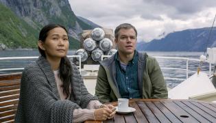 Hong Chau i Matt Damon