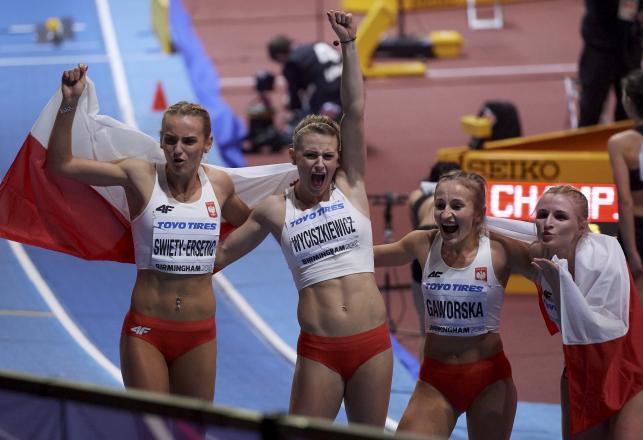 Polska sztafeta kobiet ze srebrnym medalem halowych mistrzostw świata
