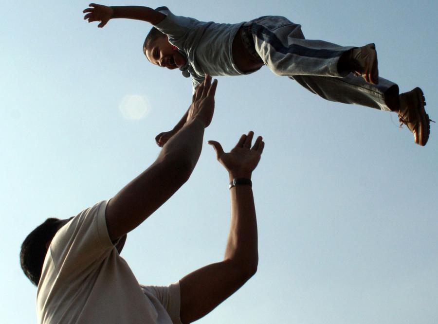 Co 12. mężczyzna wychowuje cudze dziecko