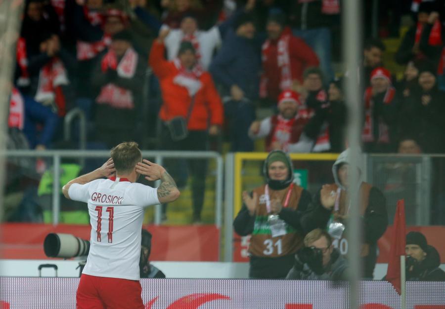 Kamil Grosicki cieszy się z bramki na 2:0 podczas towarzyskiego meczu piłkarskiego z Koreą Południową