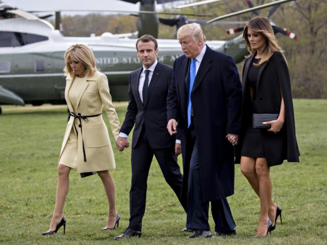 Brigitte i Emmanuel Macronowie oraz Donald i Melania Trumpowie