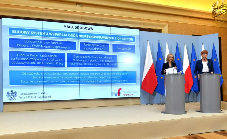 Minister finansów Teresa Czerwińska (2P) i minister rodziny, pracy i polityki społecznej Elżbieta Rafalska (P)