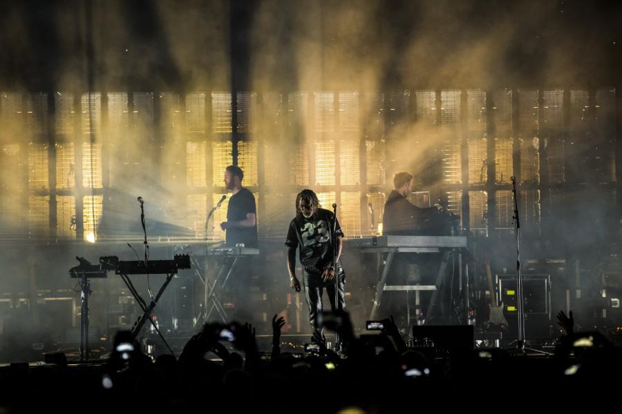 """W programie ich koncertu znalazło się miejsc na takie przeboje jak """"Safe From Harm"""", """"Unfinished Sympathy"""" czy """"Voodoo in my Blood"""""""