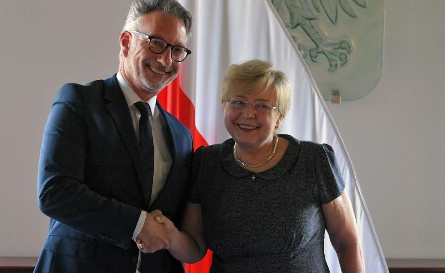 Pierwsza Prezes Sądu Najwyższego - prof. Małgorzata Gersdorf (P) i przedstawiciel Rady Konsultacyjnej Sędziów Europejskich przy RE Marc de Werd (L)