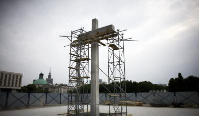 Krzyż papieski na placu Piłsudskiego w Warszawie