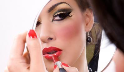 Nic tak nie poprawia nastroju, jak świadomość, że się ma na twarzy profesjonalnie wykonany makijaż.