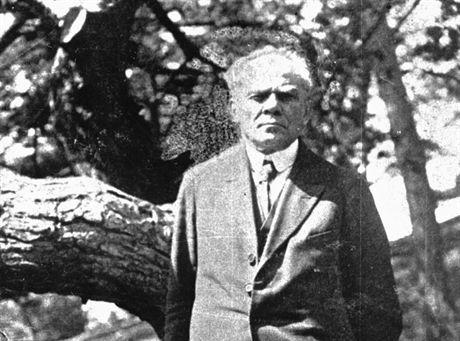 Autor m.in. powieści historycznych, stawianych na najwyższych miejscach literatury okresu Młodej Polski Stefan Żeromski podczas pobytu na Helu. ijPAP/CAF