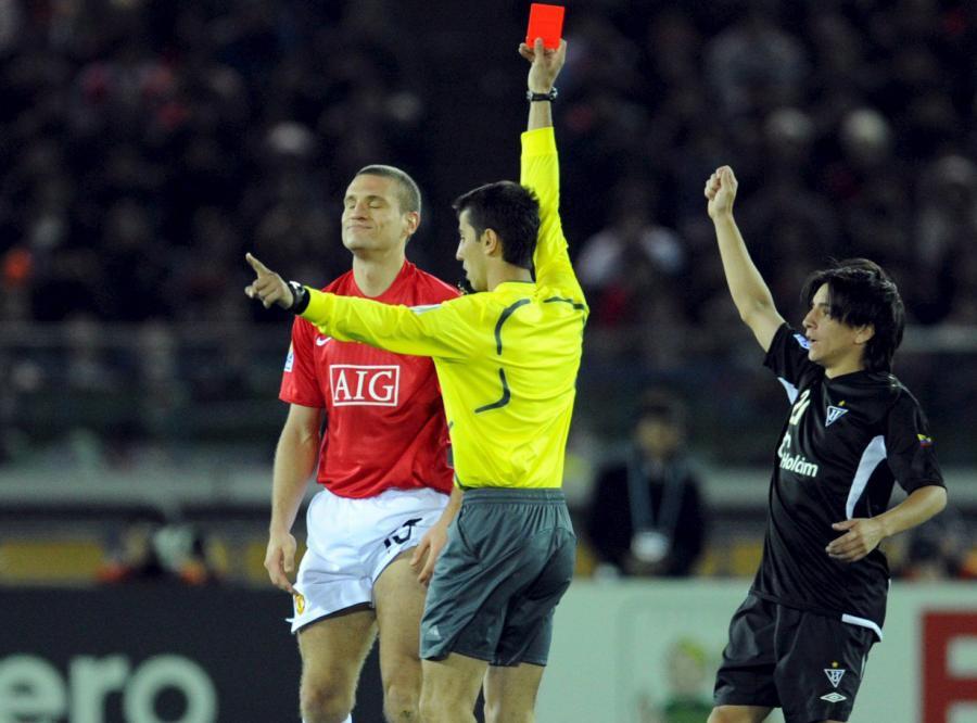 UEFA chciałaby, by na boisku było pięciu sędziów