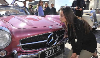 Anna Mucha i inne gwiazdy zaszaleją Mercedesami