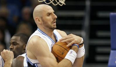 Zwycięstwo Suns, Gortat czeka na debiut