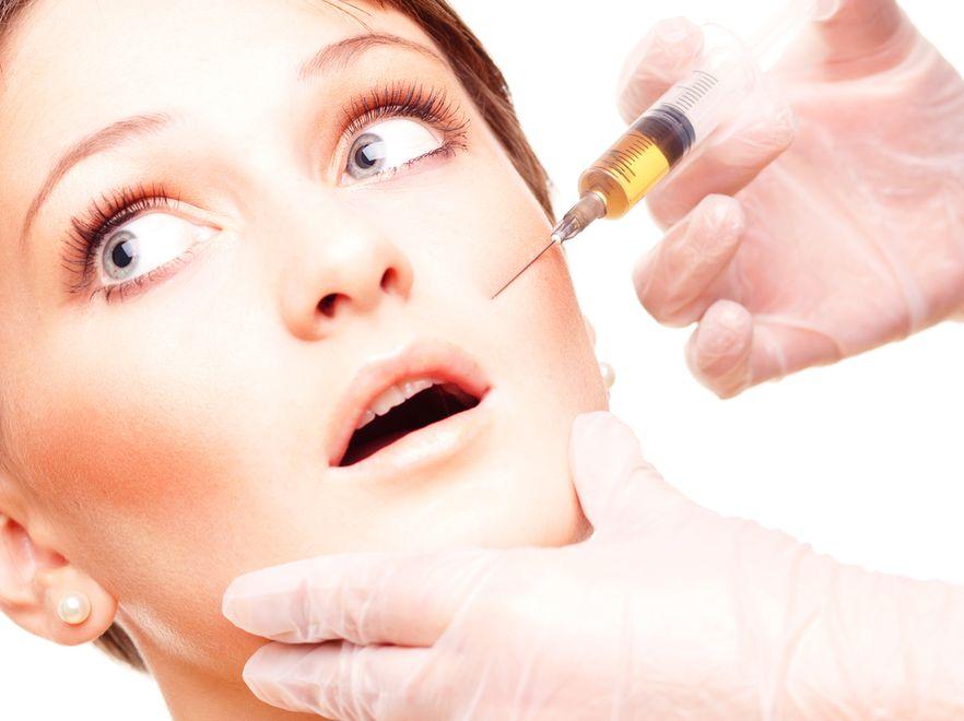 Operacje plastyczne, medycyna estetyczna. Wypełnianie zmarszczek może być niebezpieczne
