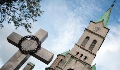 Tusk idzie na konflikt z biskupami? Graś uspokaja