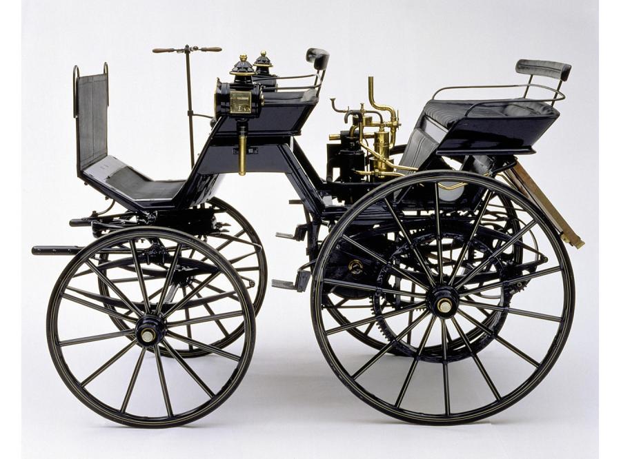 Równolegle do Benza także Gottlieb Daimler zbudował pierwszy czterokołowy automobil