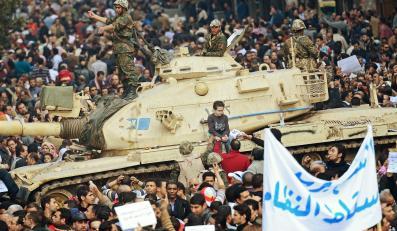 W Kairze biją się zwolennicy i przeciwnicy Mubaraka