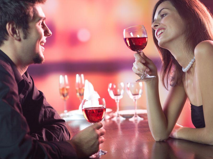 Kto ma płacić na randce? To zależy...
