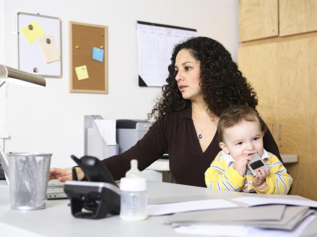Urlop wychowawczy nie ratuje przed zwolnieniem z pracy