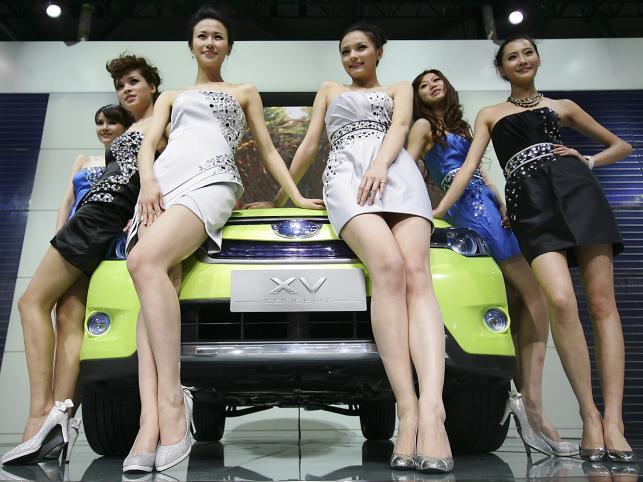Salon samochodowy w Szanghaju... Jest na czym zawiesić oko :)