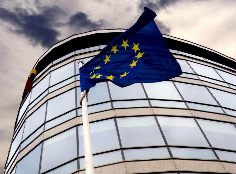 Za pomocą lewarowania kapitał EFSF ma wzrosnąć do 2 bln euro. Będzie to gwarancja dla zadłużonych krajów