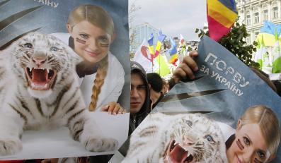 Zwolennicy Julii Tymoszenko pod parlamentem w Kijowie