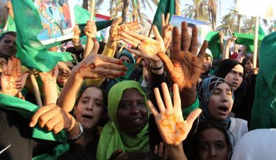 Demonstracja zwolenników Muammara Kadafiego w miejscowości Al-Ejelat