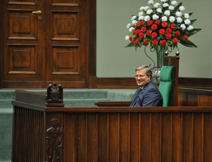CBOS: Ufamy prezydentowi, premierowi i szefowi MSZ