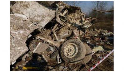 Szczątki tupolewa na lotnisku Siewiernyj