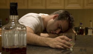 Zawody, które grożą alkoholizmem. Zobacz listę