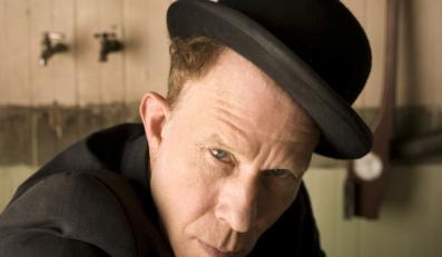 """""""Bad As Me"""" to absolutne arcydzieło w dyskografii bitnika w kapeluszu"""