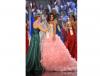 Szarfę odebrała z rąk Miss World 2010 Amerykanki Alexandrii Mills