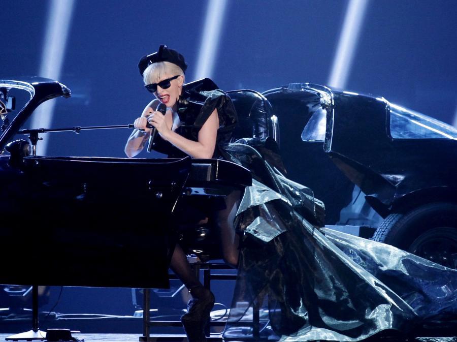 Lady GaGa śpiewa \