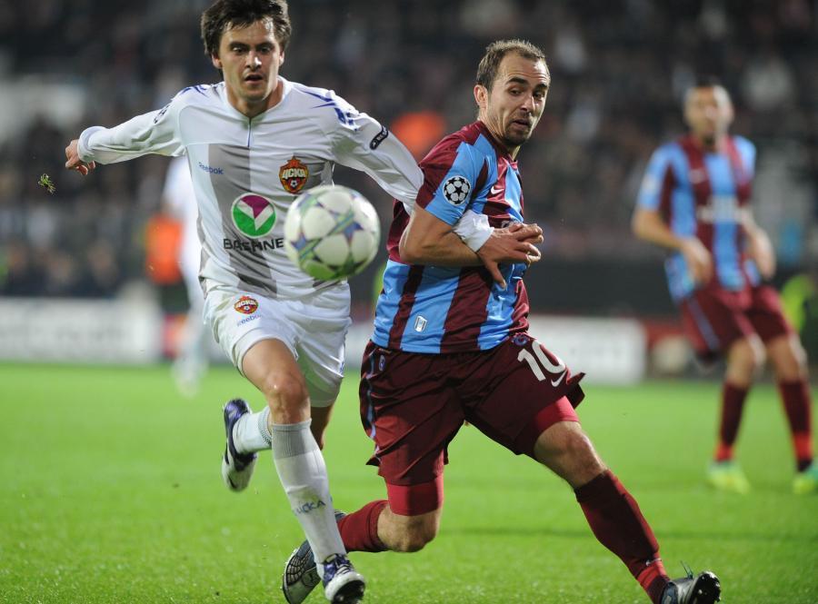 Adrian Mierzejewski (z prawej)